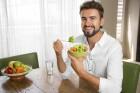 Obésité : la façon de manger du papa influe sur l'appétit du futur enfant