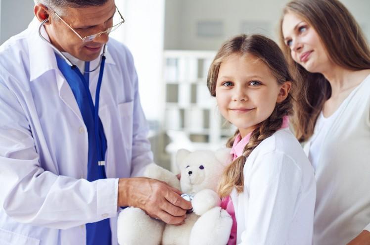 Hôpital des Nounous : en consultation, ils emmènent… leurs doudous !