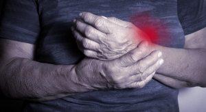 Polyarthrite rhumatoïde : 8 conseils pour réduire la raideur articulaire au réveil