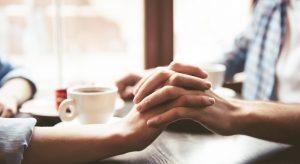 Premiers rendez-vous amoureux : faut-il parler de sa maladie ?