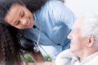 Infirmière, elle veut redonner aux patients le sourire
